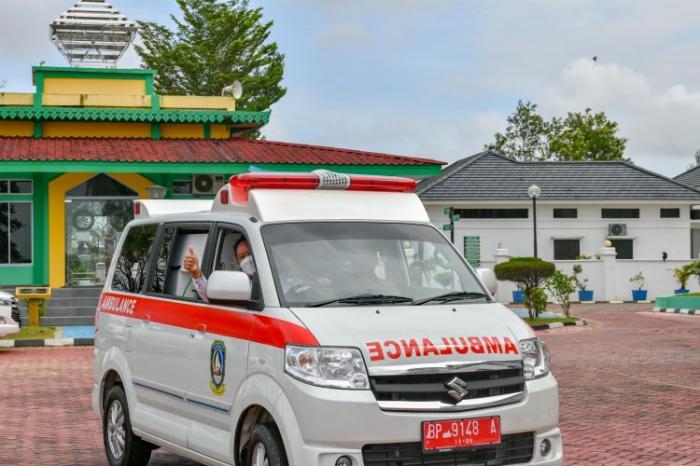 Pemprov Serahkan Bantuan Satu Unit Ambulans Kepada Kejati Kepri