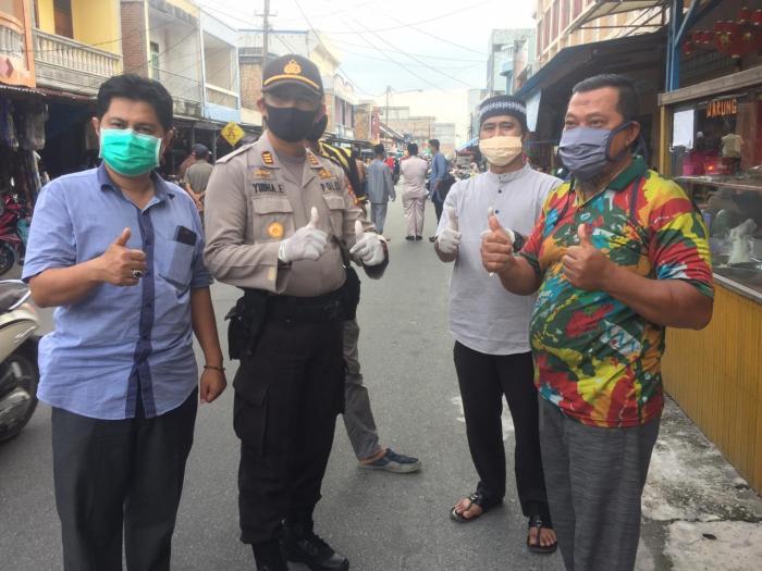 Upika Kecamatan Sungai Apit Bagikan 300 Masker kepada Masyarakat