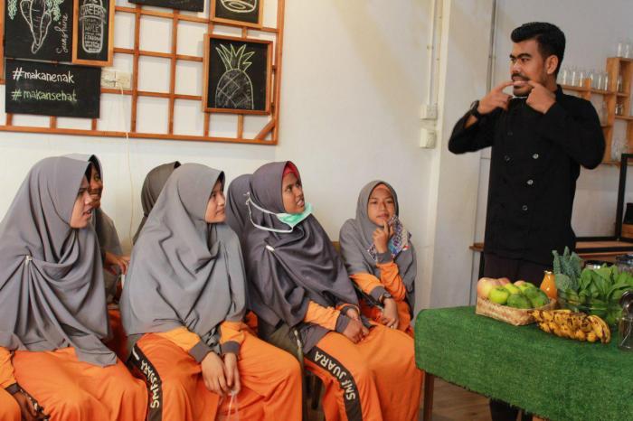 Outing Class SMP Juara Pekanbaru, belajar lebih dalam manfaat buah dan sayur bersama GreenSmoothie Factory