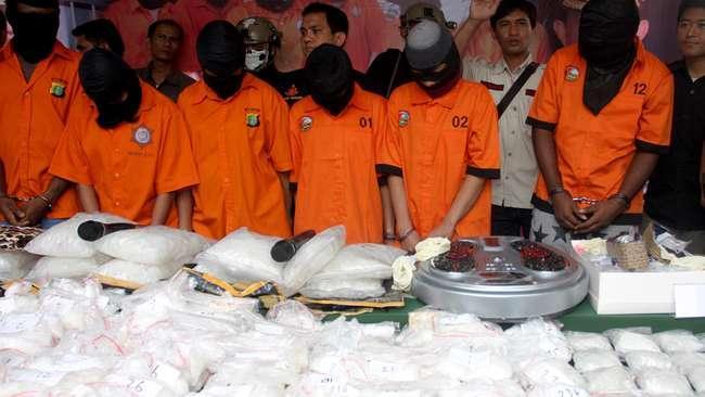 Direktorat Reserse Narkoba Polda Jambi ungkap pengiriman 2,2 kg sabu ke Palembang