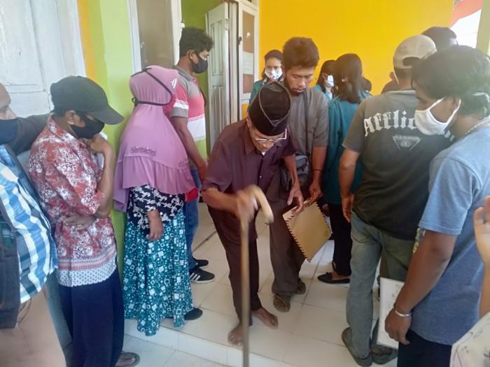 Selasa, Bank Riau Kepri Salurkan BST Warga Titian Antui