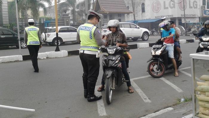 Razia Kendaraan Bermotor, Cuma Gara-gara Tilang Zainal Abidin Dikeroyok Polisi Sampai Tewas